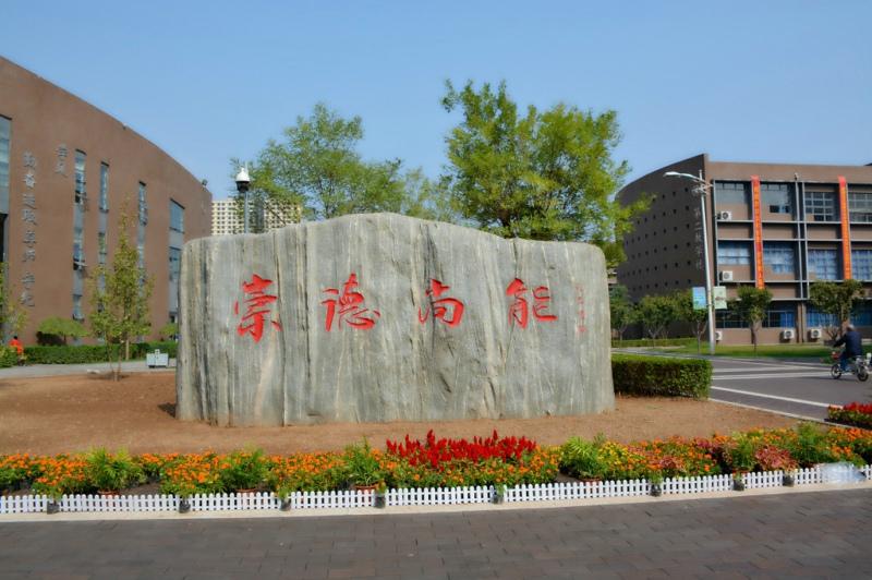 秋雨过后的邯郸北方汽修学校